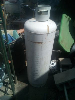 Hundred pound propane tank I believe it's about 24 gallons for Sale in Sylmar, CA