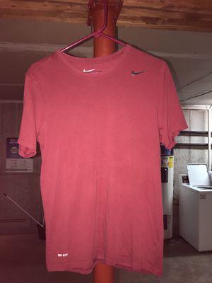 Nike tshirt size small for Sale in Menomonie, WI