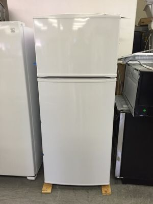 Whirlpool 18 cubic feet Refrigerator NEW for Sale in Grand Prairie, TX