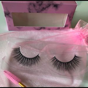 EYELASHES for Sale in Long Beach, CA