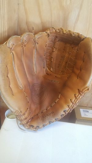 "A2002 BASEBALL GLOVE, 11.5"" for Sale in Whittier, CA"