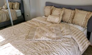 Beautiful Gold Queen Size Bed Set for Sale in Grove City, OH
