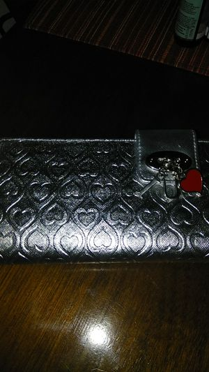 Silver hearts wallet for Sale in Peoria, IL