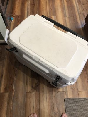 Igloo Yukon 50 quart rolling cooler for Sale in Apex, NC
