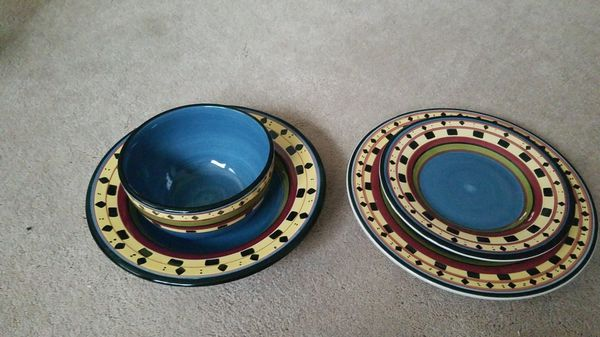 Set Of Plates For Sale In Mill Creek Wa Offerup