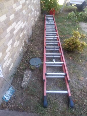 Werner 28' 300lb capacity fiberglass extension ladder for Sale in Plano, TX