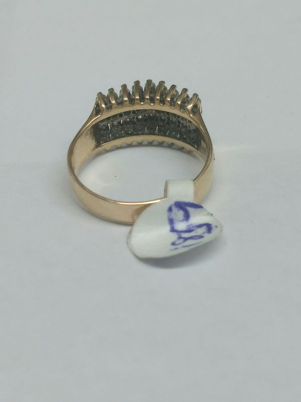 $499 - 5.2 g -14k Gold Ring w diamond chips Size 10