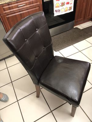 5 dining room chairs free for Sale in Miami, FL