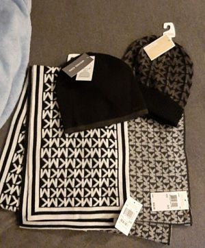 Micharl Kors Scarfs & Beanies for Sale in St. Peters, MO