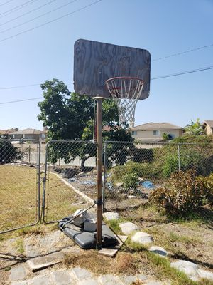 Basketball Hoop for Sale in Fountain Valley, CA