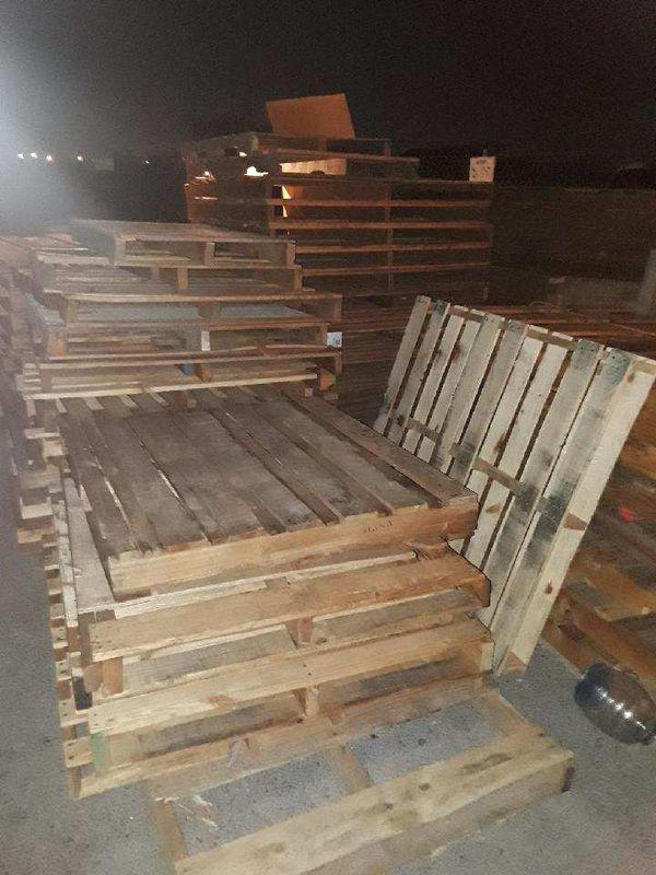 48×40 wood pallets $3 a piece for Sale in Las Vegas, NV ...