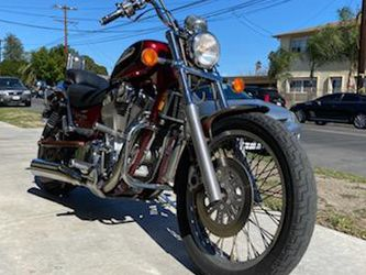 SUZUKI INTRUDER VS 1400 CRUISER BEAUTIFUL 1 OWNER COMFTERABLE AFFORDABLE CRUISER for Sale in Los Angeles,  CA
