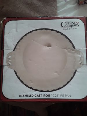 Cuisine & Company Cast Iron Enameled Pie Pan for Sale in Orick, CA