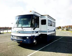 CAMPER WINNEBAGO BRAVE 2OO2 35FT for Sale in Portland, OR