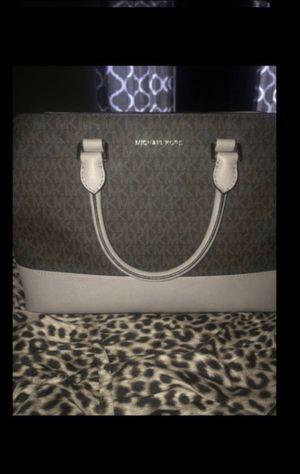 Micheal kors savannah satchel LG for Sale in Moreno Valley, CA