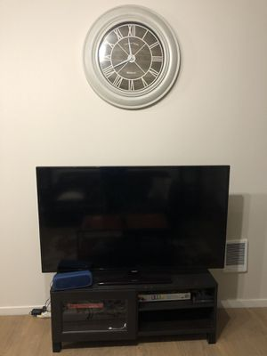 "50"" Samsung TV + TV Stand for Sale in Spokane, WA"
