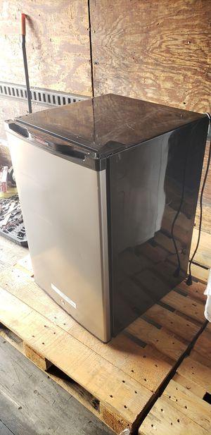 Fridgidaire mini fridge for Sale in Tacoma, WA