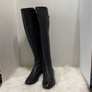 Micheal Kors Women Boots Size 8 M for Sale in Dearborn, MI