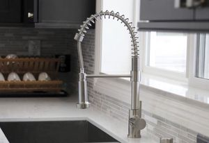 New spring pull down kitchen faucet for Sale in Bell Gardens, CA