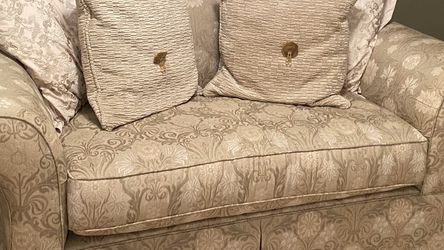 Single Couch with pillows for Sale in Belle Isle,  FL