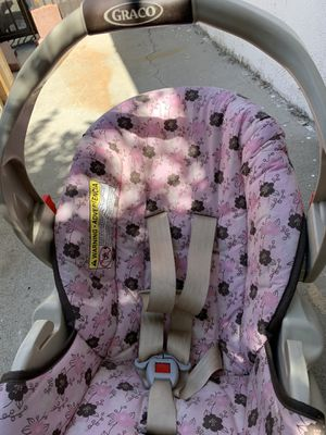 Baby seat , booster seat in good condition in West Covina ea $27 sun reflection on the seat clean no stain for Sale in West Covina, CA