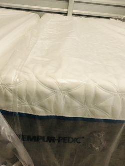 Tempurpedic Cloud Supreme Split King Mattress for Sale in Auburn,  WA