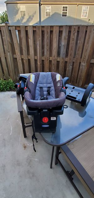 Baby car seat with matching base . for Sale in Frederick, MD