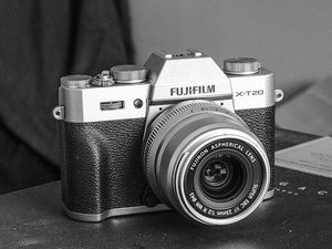 Fujifilm X-T20 with 16-50mm lens for Sale in Scottsdale, AZ