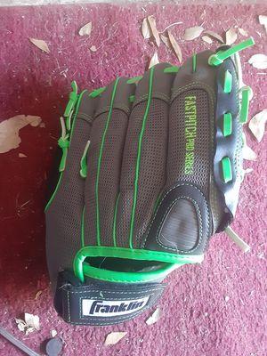 "New Franklin 22317 11"" Baseball glove (RHT) for Sale in Middleburg, FL"