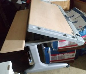 Compro eronomics kids work table for Sale in Glendora, CA