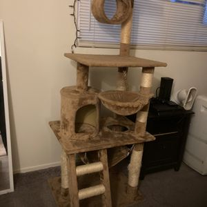 Cat Tower 64 Inches Tall for Sale in Garden Grove, CA