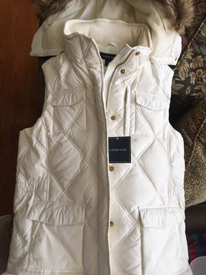 Wonderful Winter White Quilted Vest for Sale in Lake Geneva, WI