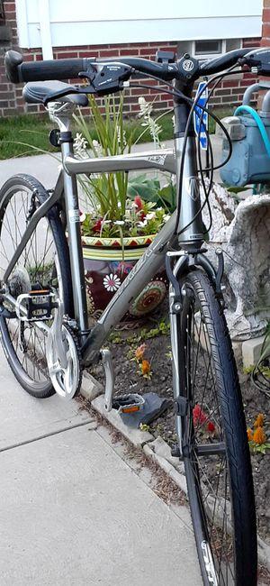 "Like New Trek 7.2 Fx Hybrid bike 700c 24 Speed Trigger shifter 22.5"" frame for Sale in Parma, OH"