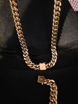 $120.....14k gold-plated Cuban link chain and bracelet..... Shipping is available 🛫✈️🛬 or I deliver 🚗🏍️💭💭 for Sale in Fort Lauderdale, FL
