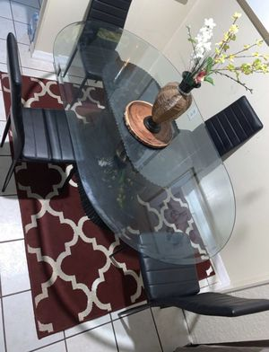 Nice Glass kitchen table with 4 chairs included for Sale in Orlando, FL