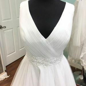 Enchanted by Mon Cheri New with Tags Size 16 (Size 12 Normal Clothes) Ball Gown Wedding Dress for Sale in San Fernando, CA