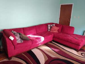 Nice couch ..about 7 months old..I am moving downtown n I have to down grade.. it's 780..won't last long!!! for Sale in Chicago, IL