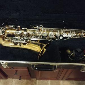 Saxophone w/ Case for Sale in Kennesaw, GA