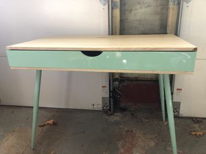 Wooden desk for Sale in Parsippany-Troy Hills, NJ