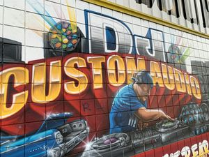 DJ custom audio bringing the lowest prices in town on car audio and DJ equipment for Sale in South Gate, CA
