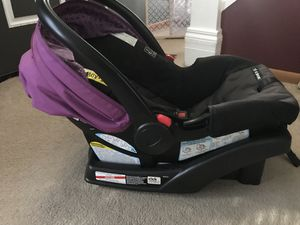 Graco Snug fit car seat *Like New* with base for Sale in Camillus, NY