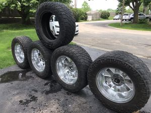 Used 35x12.50R20LT with MOTO chrome rims for Sale in Naperville, IL