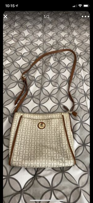 Tommy cross body bag for Sale in Laguna Niguel, CA