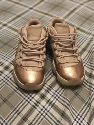 Metallic bronze Jordan 11's size 5 for Sale in Houston, TX