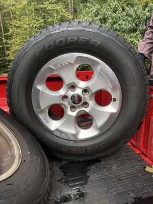 Set of 5 , 255/70 R18 Cooper discoverer rtx tires and stock jeep rims for Sale in Nokesville, VA