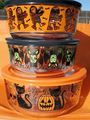 *New*2019 Halloween Pyrex Containers for Sale in Glendale, AZ