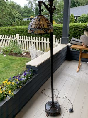 Antique style floor lamp for Sale in Edgewood, WA