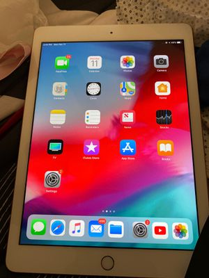 Rose gold iPad 32gb for Sale in Brandon, FL