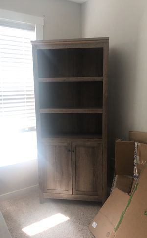 Wood grain bookcase with Shelves for Sale in Greenville, NC