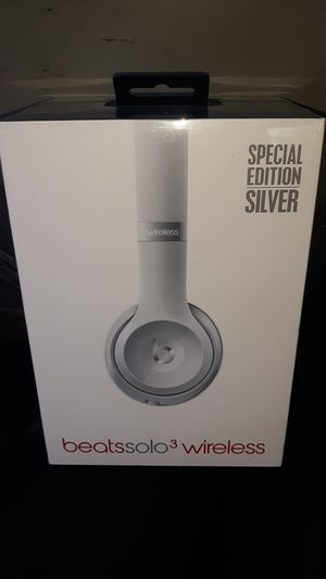 beats solo 3 wireless special edition silver for Sale in Tacoma, WA